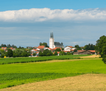 Das malerische Tuntenhausen mit seinen saftigen Wiesen und traumhaften Ambiente